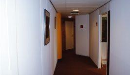 De minimaal vereiste hoogte van de plafonds en utiliteitsgebouwen (nieuwbouw) bedraagt nu 2,6 meter.