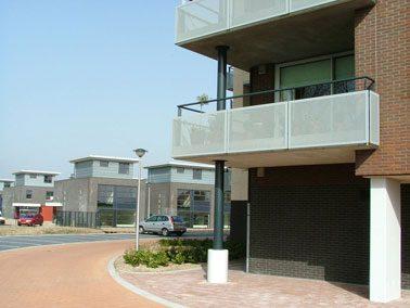 Het balkon is een bereikbaar werkvlak als dat lager dan 3,5 meter boven het maaiveld is gelegen