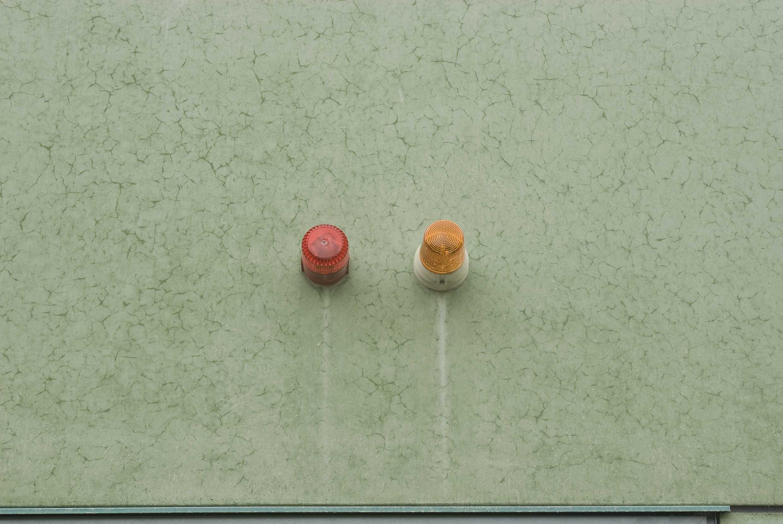 Plaatselijk vertoont het oppervlak van de (jonge) prefab betonplaten ook al craquelé
