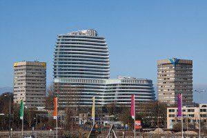 5 Nieuw gebouw tussen de oude kantoortorens