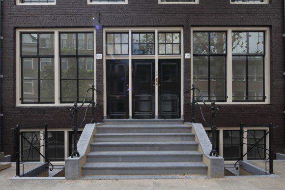 Restauratie van vroege sociale woningbouw - Buitenste trap ...