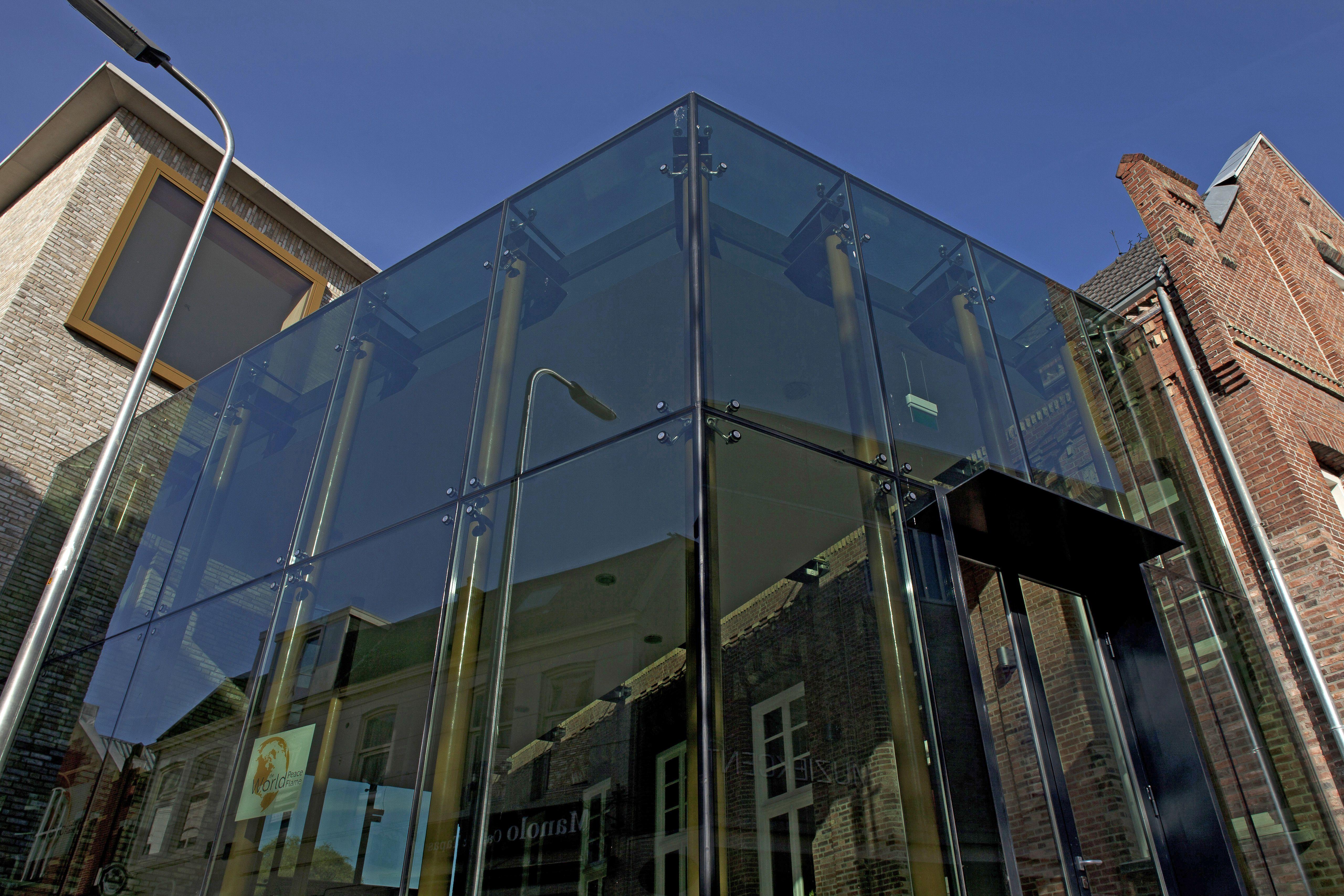 Glazen tussenbouw verbindt oud en nieuw - Oud en modern huis ...