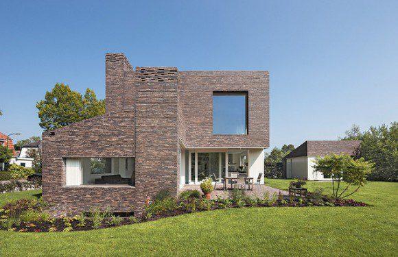 Modern huis van traditioneel materiaal for Moderne huis foto
