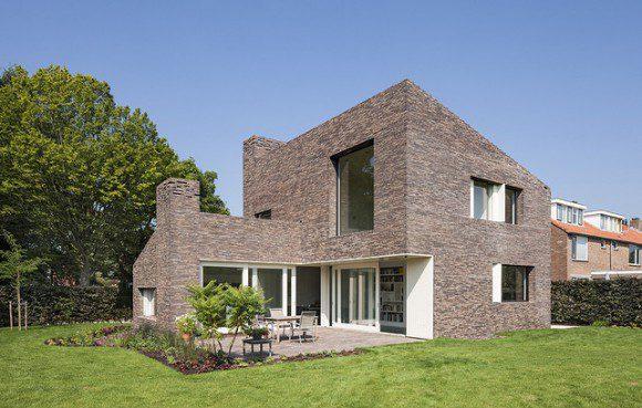Modern huis van traditioneel materiaal » Bouwwereld.nl