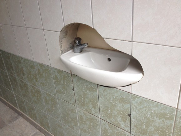 Wasbak weggewerkt - Foto toilet ...