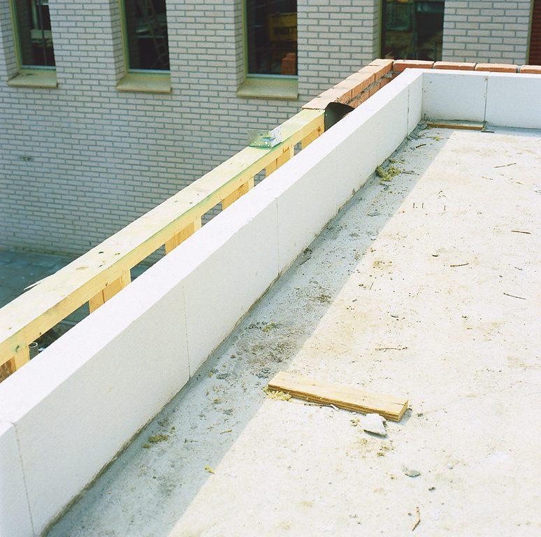 Niet-geleidende bouwmaterialen zoals cellenbeton geven koudebruggen geen kans.