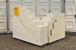 Massief cellenbeton met pleisterwerk of gevelbekleding Rc-waarde: 6,0 m2K/W Basis: Ytong cellenbetonblokken, dikte 500 mm Afwerkmogelijkheid 1: - pleisterwerk Strikolith - raaplaag van MKL, voorzien van glasvezelweefsel, type Cemprotec - afwerklaag van K13 Afwerkmogelijkheid 2: - kunststof rabatdelen op houten regelwerk