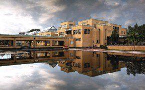 Het Gemeentemuseum in Den Haag is een ontwerp van H. P. Berlage. Foto: Roel Wijnants Fotografie.