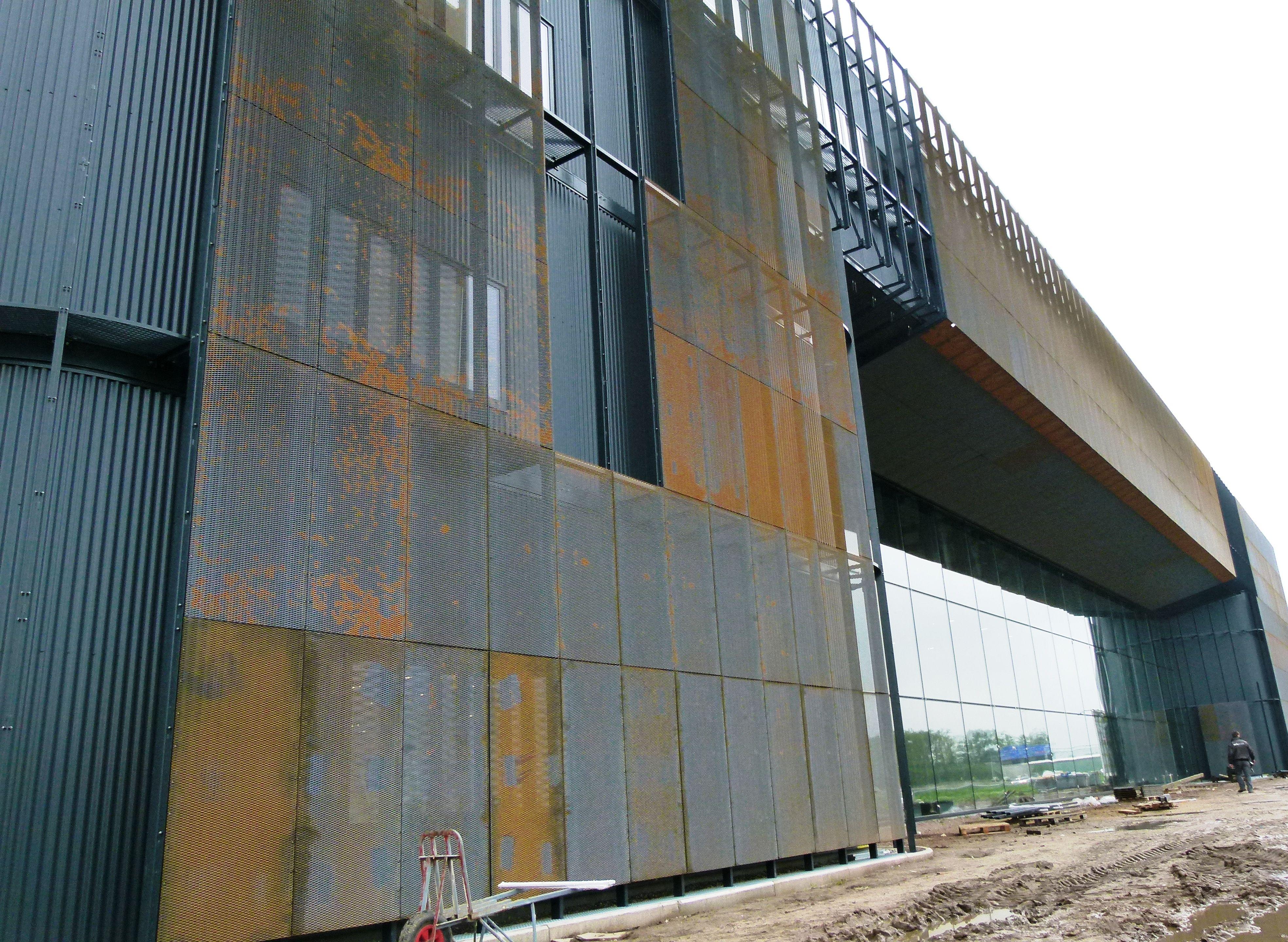 Strekmetalen gevel in cortenstaal » bouwwereld.nl