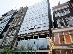 Werkzaamheden aan de voorgevel van Damrak 66. Foto: Rijnboutt Architecten