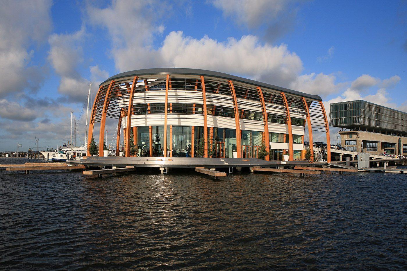 Houten spanten geven havengebouw karakter » Bouwwereld.nl