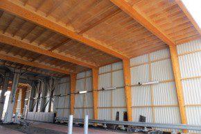 In de Vrachtwagenverlading zijn houten spanten toegepast, die zijn overgedimensioneerd vanwege brandweerstand.