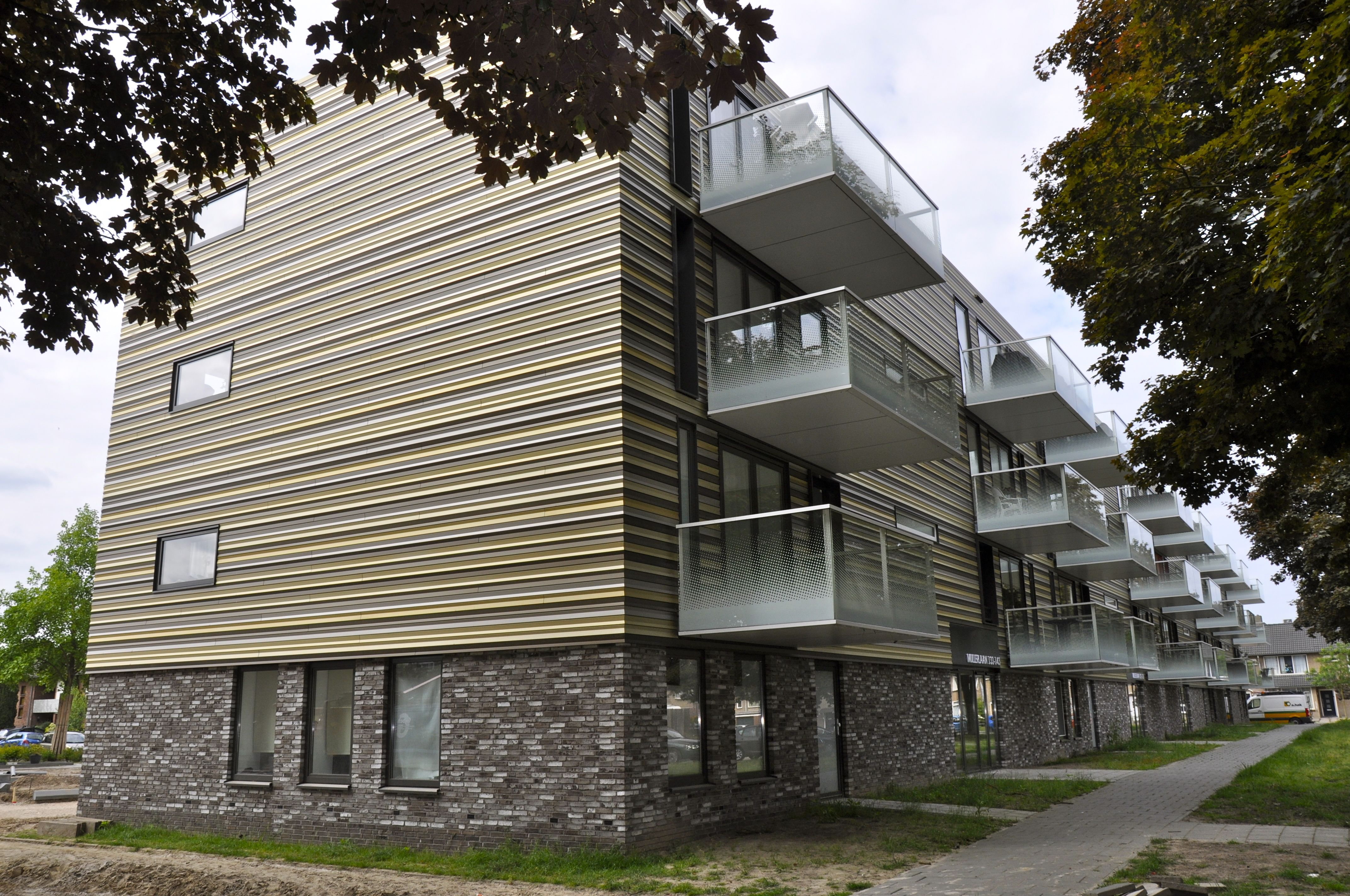 Aluminium schil in unieke profilering - Eigentijds trap beton ...