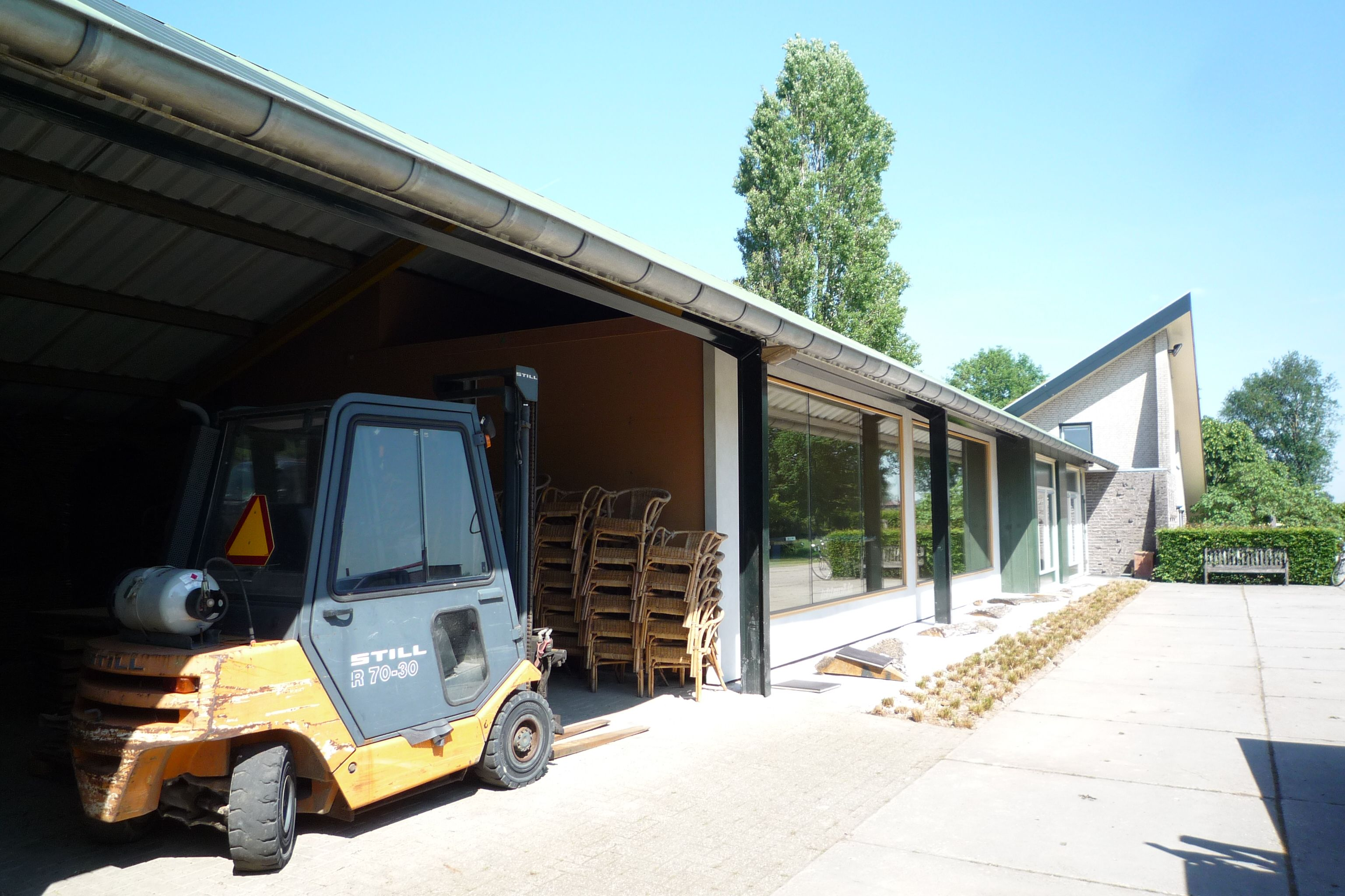 Duurzaam kantoor van strobalen onder bestaande kap - Kantoor onder het dak ...