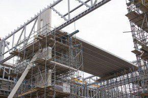 Haitsma Beton levert voor de hoofdentree van de nieuwe OV-terminal in Breda ruim 20 meter lange prefab betonnen liggers.