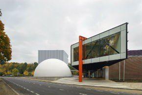 Museumplein Limburg, een bol, kubus en balk
