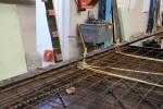 Langs de randen worden ankermallen geplaatst voor het instorten van schroefhulzen voor de houtskeletbouw.