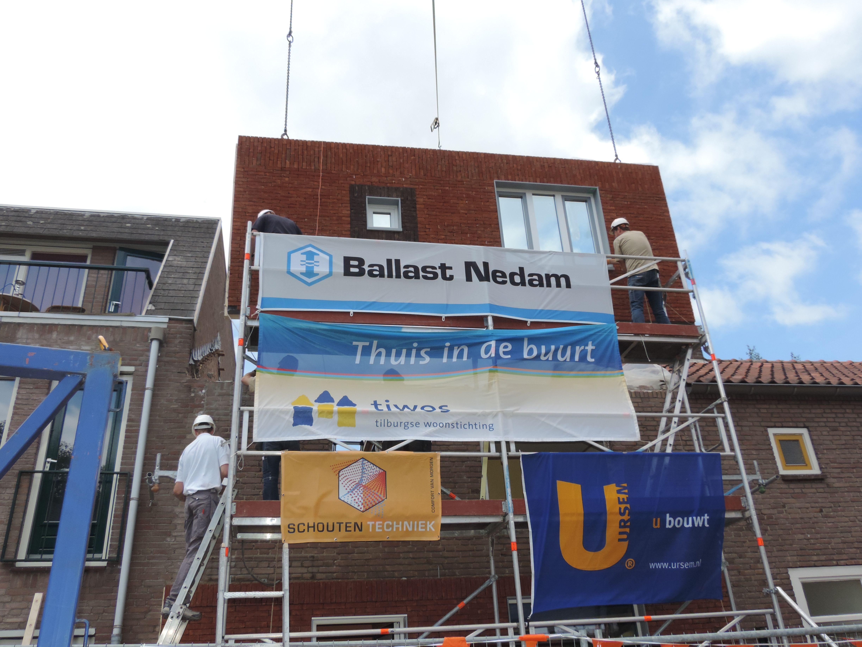 Plaatsing van gevelelementen voor Tiwos in Tilburg.