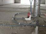 Leveranciers van stadsverwarming zijn niet dol op koppelingen in de cementdekvloer.