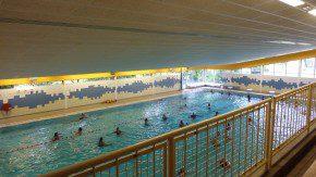 Het ministerie van Wonen en Rijksdienst komt met een onderzoeksplicht voor zwembaden met betrekking tot de aanwezigheid en staat van rvs-toepassingen.
