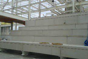Montage van de tribune-elementen voor de luxe bioscoopzalen van de megabioscoop in het Britse Southampton.