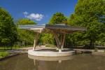 Het paviljoen is een 3D-ontwerp dat aan alle zijden anders is.