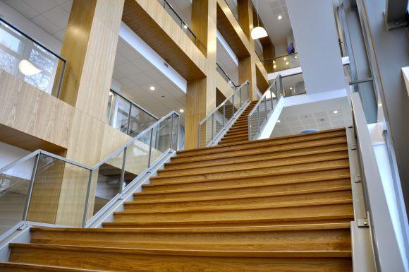 Nieuw trappenhuis for Luie trap afmetingen