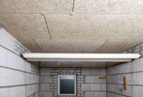 Isolatieplaat voor het (na-)isoleren van plafonds in parkeergarages en kelderboxen.