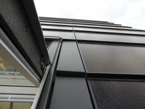 Het BIPV-dak is strak gemaatvoerd, inclusief de inpassing van de dakramen.