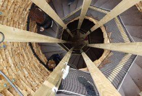 Uitkijktoren in Almere van hergebruikte pallets