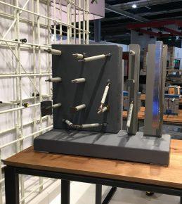 Schöck toonde op de Bouwbeurs een inspiratiebord voor mogelijke verankeringen met Combar als thermische onderbreking.