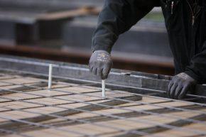 Voor de fabricage van betonnen sandwichpanelen is Combar niet alleen thermisch interessant, maar ook productietechnisch.