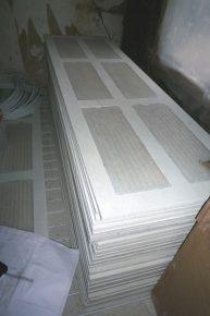 Bij de PCM-vloeren bevat de bovenste laag gipsvezelplaten kunststof cassettes met PCM-vloeistof.