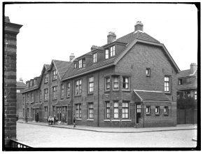 Het eerste tuindorp van Noord was een tuindorp met hoge dichtheid en weinig groen. (Foto: Beeldbank Stadsarchief Amsterdam)