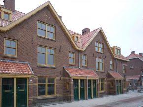 De Van der Pekbuurt behoort tot een beschermd dorps- en stadsgezicht. De woningen met de kenmerkende gele spekstenen banden in de gevels kunnen weer 50 jaar mee.