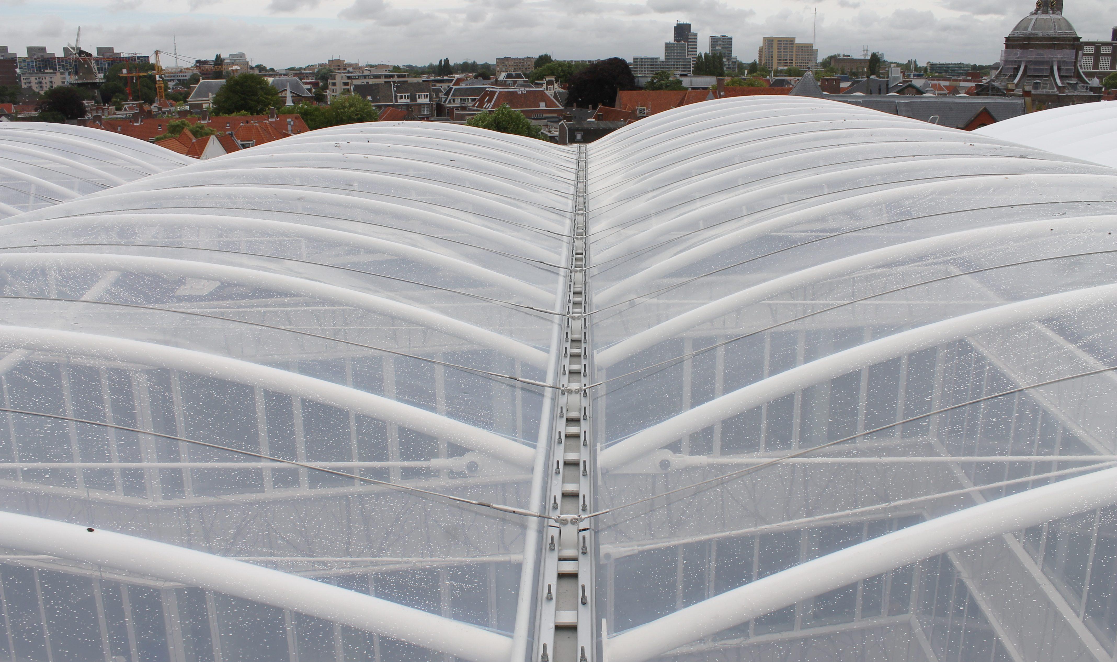 Enkellaags ETFE-dak over hart van ID College
