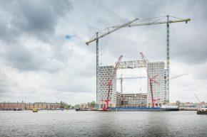Pontsteiger is gebouwd in het IJ, met een voetprint van 82x82 meter.