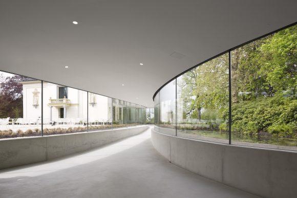 Dragend glas, detail, park vijversburg