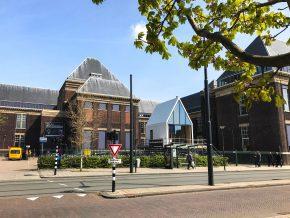 Het gebouw is verrezen bij de faculteit bouwkunde van de TU Delft, waar het maar een beperkte tijd mag staan.