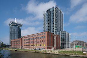 Voor de hoogwaardige woontoren B'Mine (rechts) was het de uitdaging om efficiënt te bouwen met een strakke planning, zonder concessies aan de kwaliteit te doen.