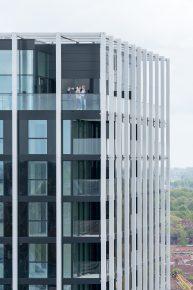 In de extra hoge toplaag zijn op delen van de penthouses de technische ruimten voor de installaties gesitueerd