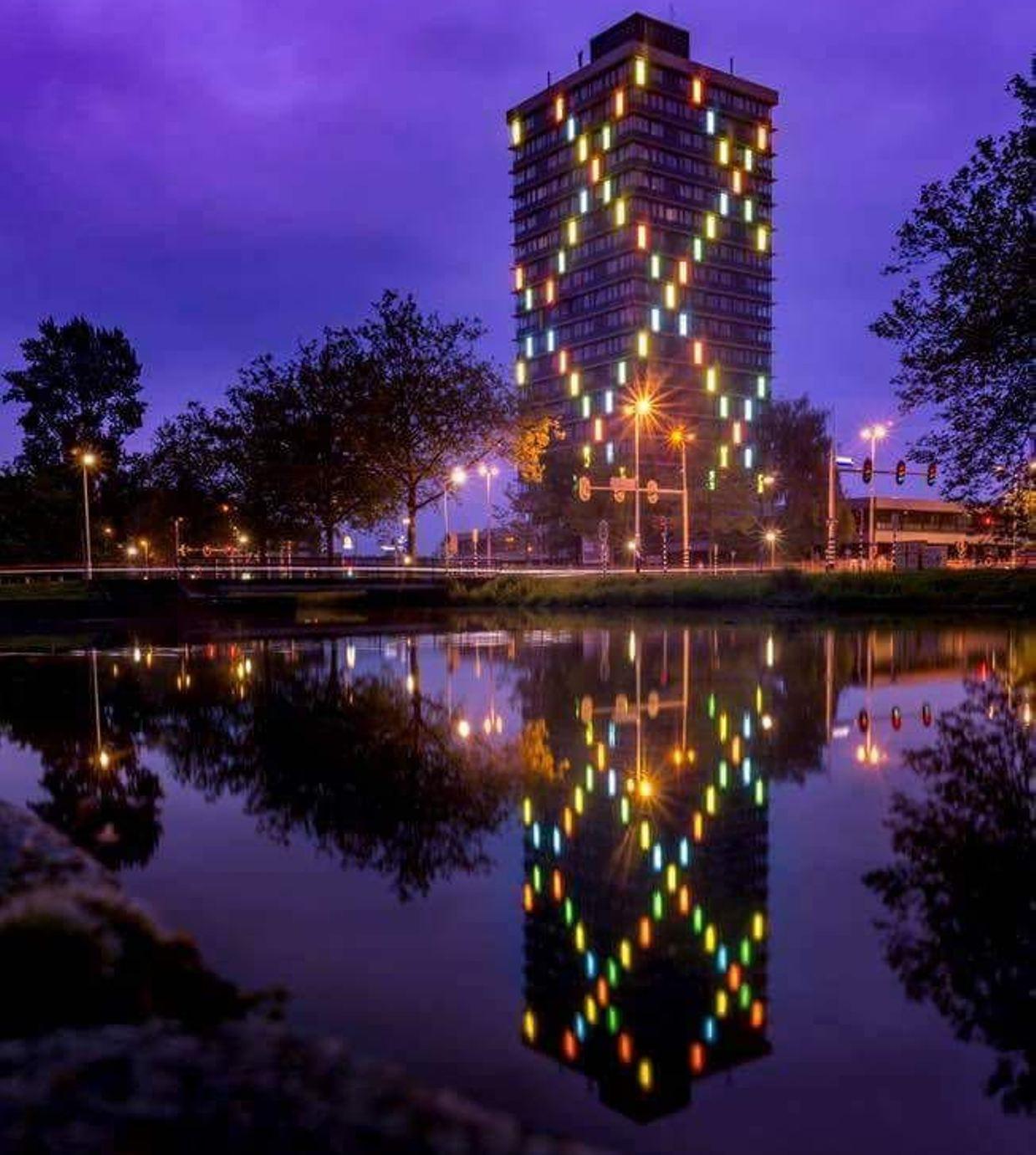 Gekleurde lichtkoven voormalige woontoren Arnhem