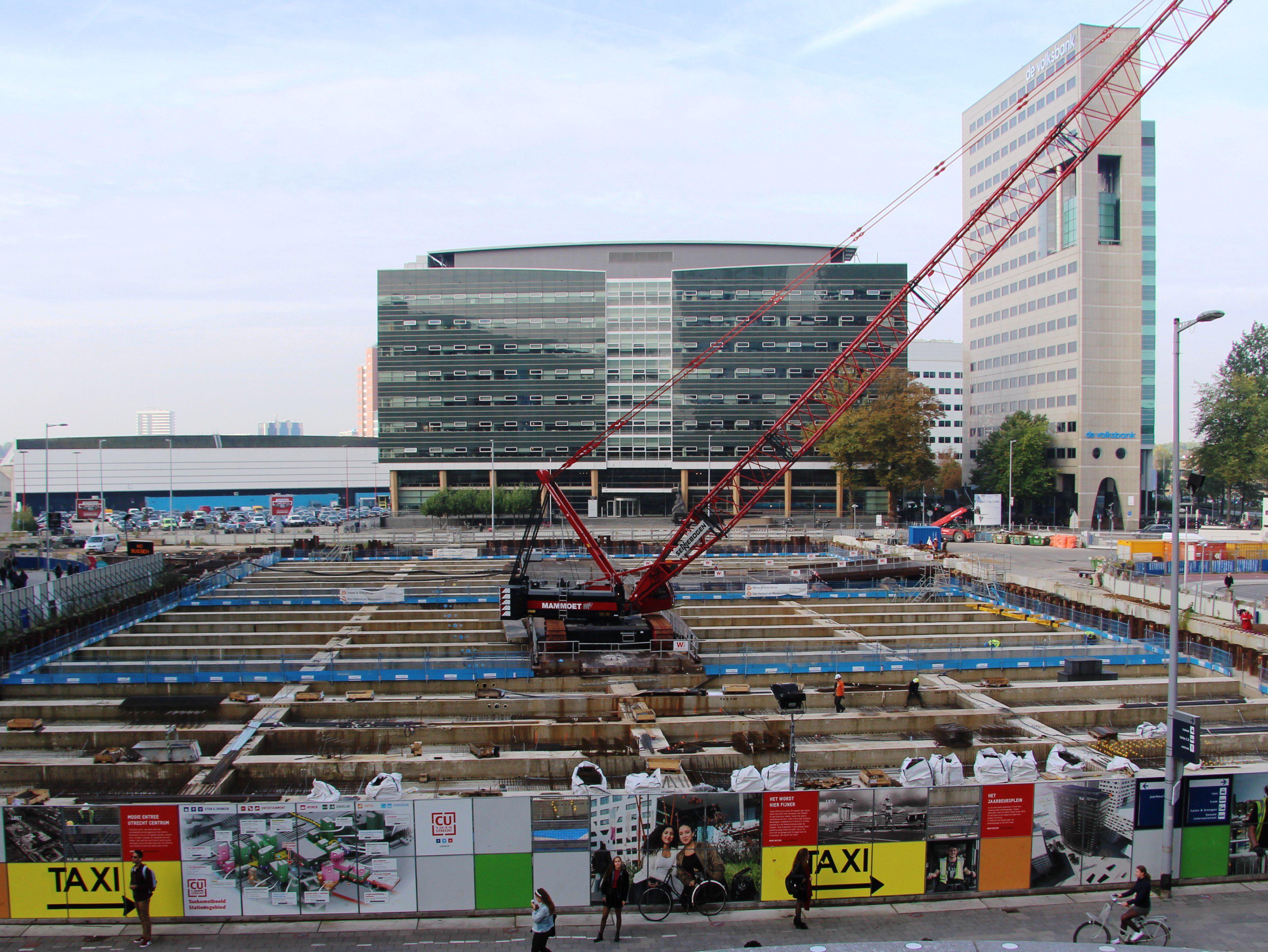 Parkeergaerage Jaarbeursplein Utrecht, kraan, stempelraam