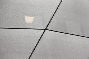 De horizontale naden zijn verlijmd en ogen op afstand daardoor hetzelfde als de open verticale naden. (Foto: Henk Wind)