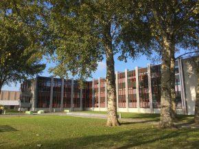 De nieuwe schil verbetert de thermische isolatie en de luchtdichtheid van het gebouw