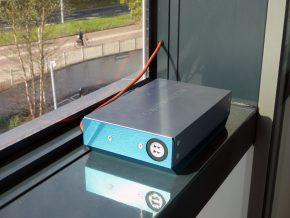 Aan de PowerWindows is een Eesybox gekoppeld waarmee kantoorgebruikers hun mobiele telefoon of tablet kunnen opladen