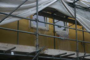 Al in 2009 isoleerde Pluimers nieuwe woningen in de villawijk Heerlijk Recht in Leiderdorp door een pur-laag te sprayen tegen het binnenblad