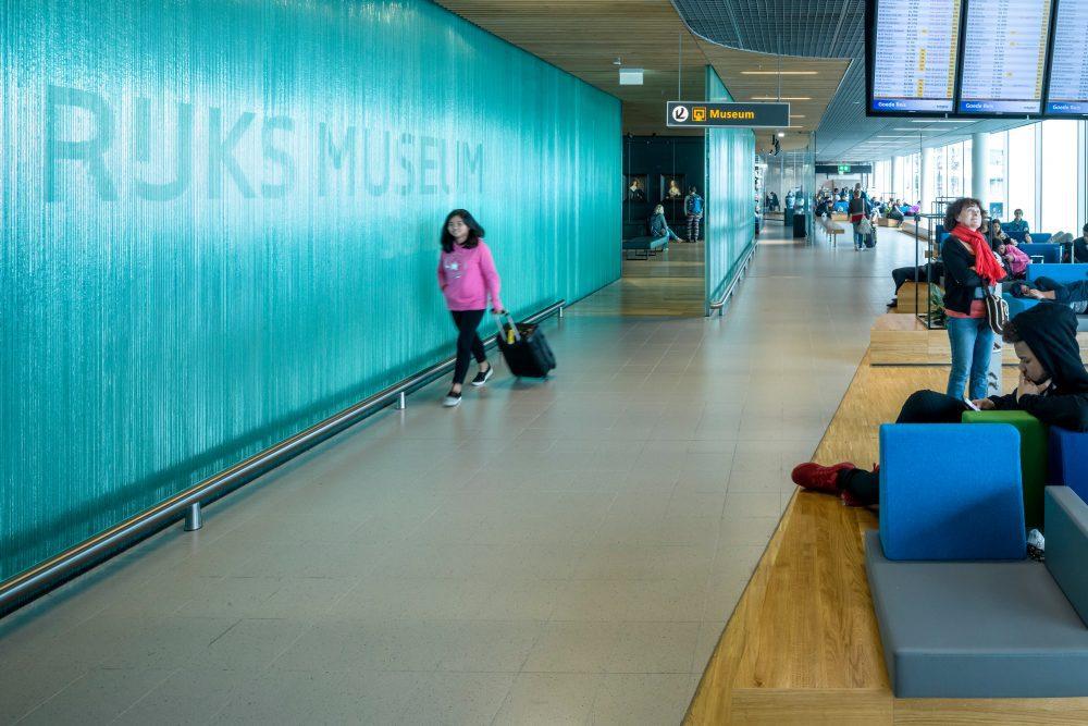 Glazen wanden Rijksmuseum Schiphol