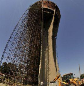Als symbool voor de vernietiging van de stad zullen 640 kogelgaten niet hersteld worden.