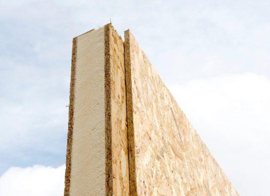 Een geïsoleerde veer vormt de luchtdichte koppeling tussen de verschillende panelen